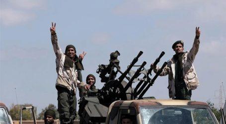 Στους 121 ανήλθε ο αριθμός των νεκρών σε μάχες κοντά στην Τρίπολη