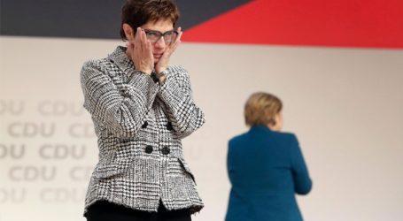 Η Ανεγκρέτ Κραμπ- Κάρενμπάουερ είναι η πιο δημοφιλής πολιτικός για να αναλάβει την καγκελαρία