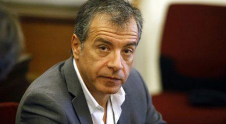 Tη συμπαράστασή του στον γαλλικό λαό εκφράζει ο Σταύρος Θεοδωράκης