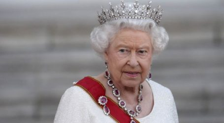 Η βασίλισσα Ελισάβετ εκφράζει βαθιά λύπη για τη φωτιά στην Παναγία των Παρισίων