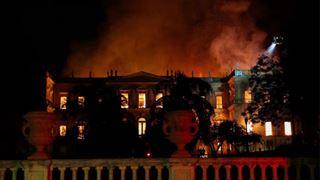 Σπουδαία πολιτιστικά μνημεία που παραδόθηκαν στις φλόγες