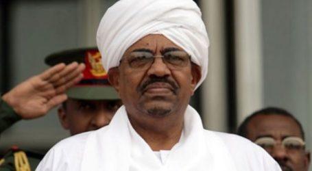 Η Ουγκάντα θα εξετάσει το ενδεχόμενο να προσφέρει άσυλο στον έκπτωτο ηγέτη του Σουδάν, Μπασίρ