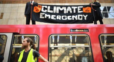 Συνεχίζουν τις διαδηλώσεις οι ακτιβιστές για την κλιματική αλλαγή