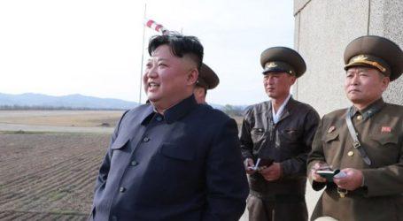 Ο Κιμ Γιονγκ Ουν επέβλεψε δοκιμή νέου τακτικού κατευθυνόμενου όπλου
