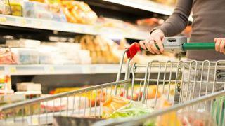 Μείωση 3% στο κόστος του μέσου καλαθιού του 2018 στις μεγάλες αλυσίδες σουπερμάρκετ