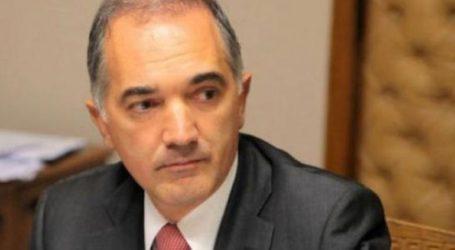 Την άρση της ασυλίας του για να αποδείξει την «πολιτική σκευωρία» σε βάρος του ζήτησε ο Σαλμάς