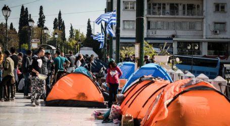 Πρόσφυγες έστησαν σκηνές στο Σύνταγμα