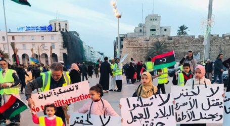 Διαδήλωση «κίτρινων γιλέκων» στην Τρίπολη ενάντια στον στρατάρχη Χάφταρ και τη Γαλλία