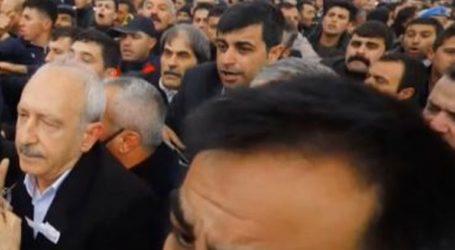 Ο αρχηγός της αντιπολίτευσης δέχθηκε επίθεση από πλήθος στην Άγκυρα