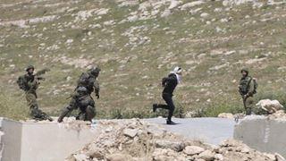 Στρατιώτες πυροβόλησαν 16χρονο Παλαιστίνιο που είχε δεμένα τα μάτια και τα χέρια