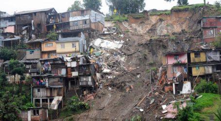 Τουλάχιστον 20 νεκροί από κατολίσθηση που προκάλεσαν οι σφοδρές βροχοπτώσεις