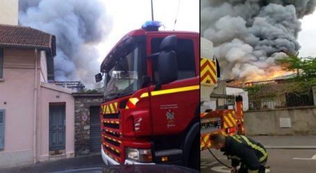 Πυρκαγιά σε εξέλιξη στις Βερσαλλίες