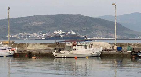 Το εντυπωσιακό κρουαζιερόπλοιο «Le Bougainville» στο λιμάνι του Βόλου