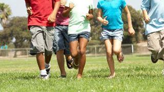 Λιγότερες οθόνες και περισσότερο παιγνίδι συνιστά ο ΠΟΥ για τα παιδιά κάτω των πέντε ετών