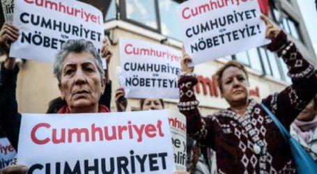 Έξι στελέχη της Cumhuriyet επέστρεψαν στη φυλακή για να εκτίσουν τις ποινές τους