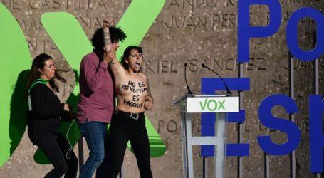 Τρεις γυμνόστηθες ακτιβίστριες διέκοψαν την προεκλογική συγκέντρωση του Vox