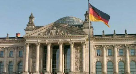 Το Βερολίνο διακόπτει την επεξεργασία ορισμένων αιτήσεων ασύλου προσφύγων από τη Συρία