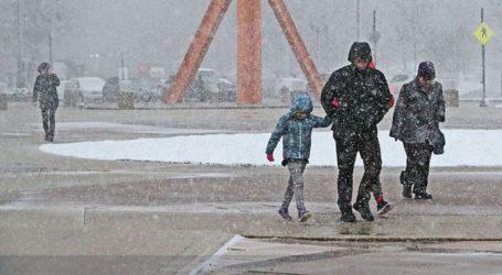 Χιονοθύελλα έπληξε το Σικάγο, ματαιώθηκαν εκατοντάδες πτήσεις