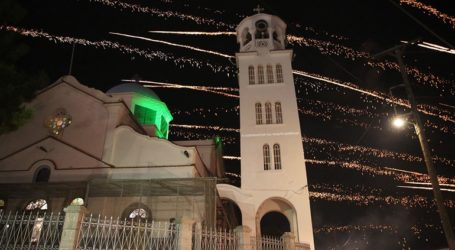 Το εντυπωσιακό έθιμο του Ρουκετοπόλεμου το βράδυ της Ανάστασης στο Βροντάδο της Χίου!