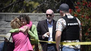 """Μια γυναίκα νεκρή και τρεις τραυματίες στο """"έγκλημα μίσους"""" σε συναγωγή στο Σαν Ντιέγκο"""