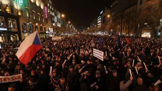 Χιλιάδες πολίτες διαδήλωσαν μία ημέρα πριν διοριστεί νέα υπουργός Δικαιοσύνης