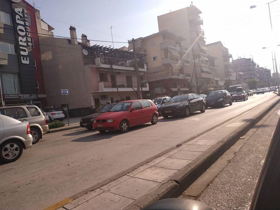 Μποτιλιάρισμα λόγω έργων σε κεντρικούς δρόμους της Λάρισας (φωτό)