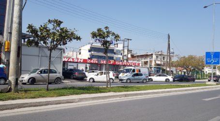 Βόλος: «Ουρές» στα πλυντήρια αυτοκινήτων λόγω λασποβροχής [εικόνες]