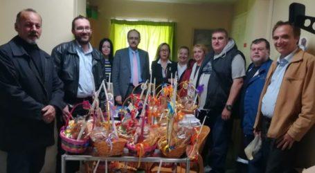Επίσκεψη και διανομή δώρων στην Α' Παιδιατρική του ΠΓΝΛ από τον Ροταριανό Όμιλο Ανατολικής Λάρισας