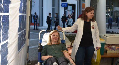Εθελοντική αιμοδοσία στο κέντρο της Λάρισας (φωτό)
