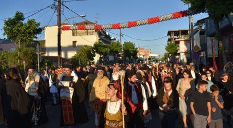 Πλήθος Λαρισαίων υποδέχθηκαν τα λείψανα της Αγίας Αικατερίνης στον Άγιο Γεώργιο – Δείτε φωτογραφίες