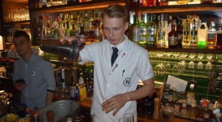 Η καρδιά του cocktail «χτυπά» απόψε στη Λάρισα – Δείτε φωτορεπορτάζ