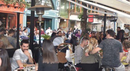 Το αδιαχώρητο σε ταβέρνες και καφετέριες τη Μεγάλη Παρασκευή στη Λάρισα (φωτο)