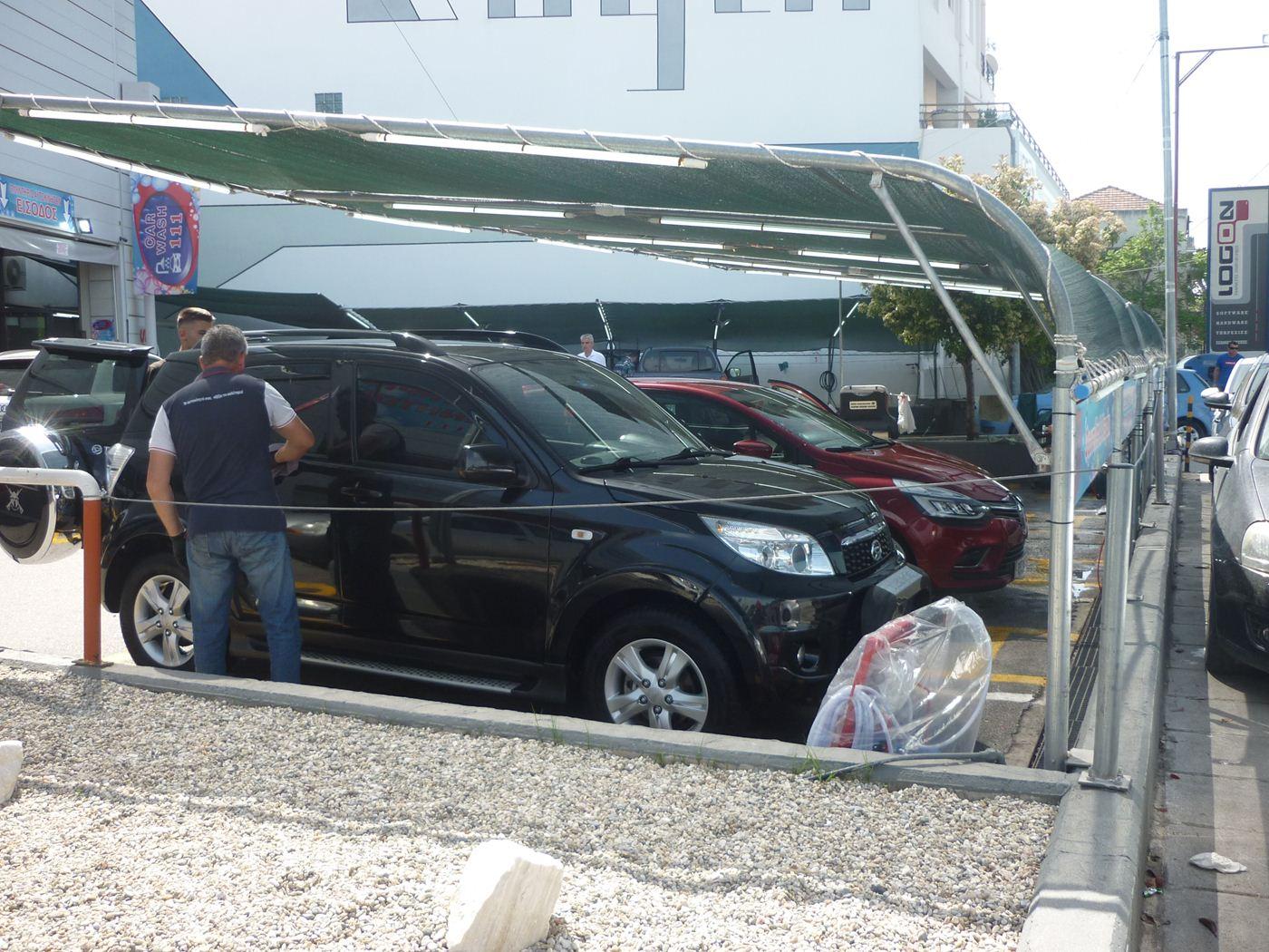 «Σωρηδόν» στα πλυντήρια αυτοκινήτων οι Λαρισαίοι λόγω Πάσχα και αφρικανικής σκόνης (φωτο)