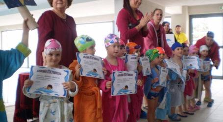 Συνεχίζονται τα δωρεάν μαθήματα κολύμβησης στους Δημοτικούς Παιδικούς Σταθμούς στη Λάρισα