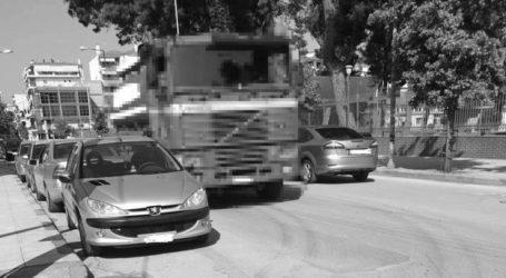 Καταγγελία: Λαρισαίος φορτηγατζής προκάλεσε μποτιλιάρισμα για να πιει καφέ (φωτο)