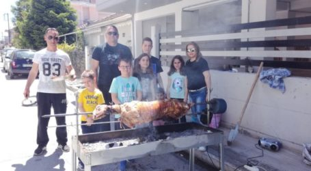Οικογενειακό γλέντι και ψήσιμο στις συνοικίες της Λάρισας (φωτο)