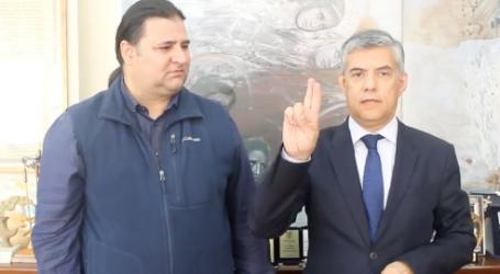 Ο Κώστας Αγοραστός παρουσιάζει υποψήφιό του με τη… νοηματική! [βίντεο]