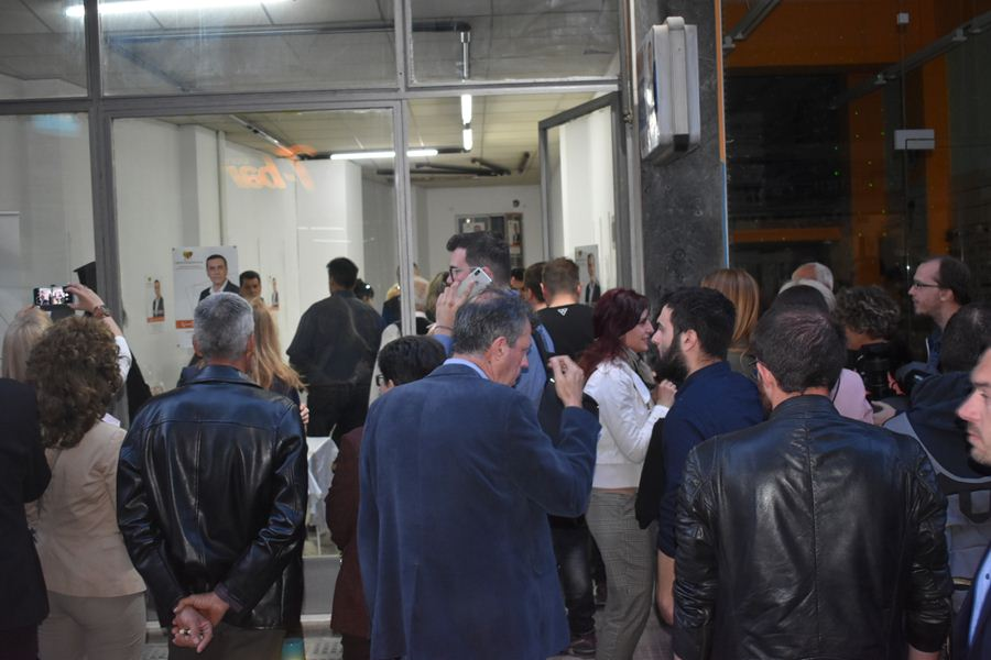 Εγκαίνια εκλογικού κέντρου και γενέθλια με πολύ κόσμο για τον Δ. Κουρέτα