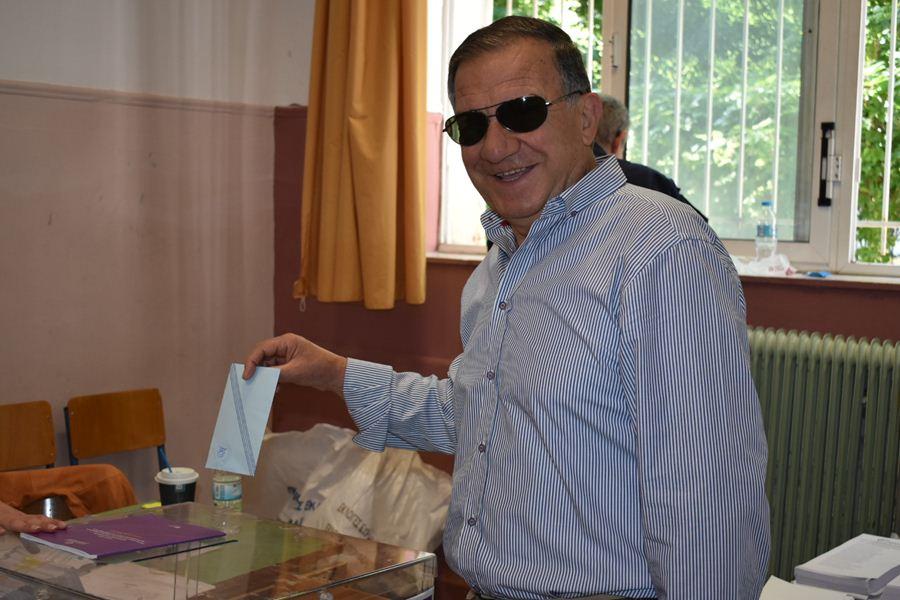 Ομαλά διεξάγεται η εκλογική διαδικασία στη Λάρισα – Στις κάλπες οι Λαρισαίοι από νωρίς (φωτο)