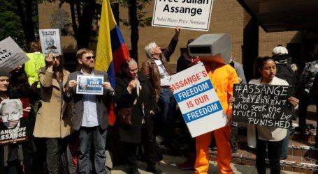 Σε φυλάκιση 50 εβδομάδων καταδικάστηκε ο Ασάνζ για παραβίαση των όρων αποφυλάκισής του