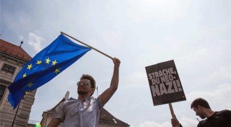 Βιέννη: Διαδηλωτές πανηγυρίζουν για την παραίτηση Στράχε