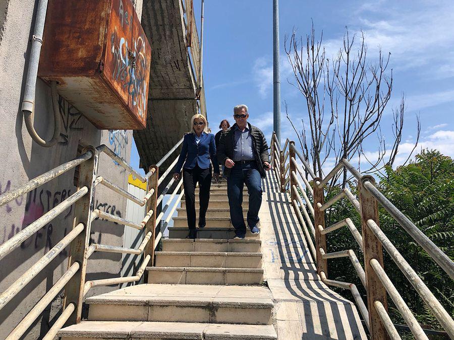 Καραλαριώτου: Απίστευτη η ταλαιπωρία των κατοίκων στην Αερογέφυρα Πεζών ΟΣΕ