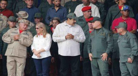 Ο πρόεδρος Νικολάς Μαδούρο εμφανίστηκε σε τηλεοπτική εκπομπή μαζί με τον υπουργό Άμυνας Βλαντίμιρ Παντρίνο