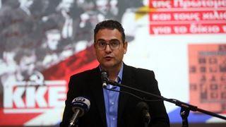 «Το ΚΚΕ δεν γονατίζει παρά μόνο μπροστά στους νεκρούς του»