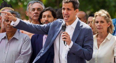 Ο Γκουαϊδό καλεί πολίτες να διαδηλώσουν «ειρηνικά» μπροστά στα μεγαλύτερα στρατόπεδα της Βενεζουέλας