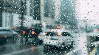 Βροχές και καταιγίδες έως την Τρίτη