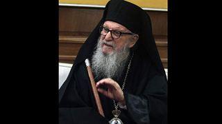 Ο αποχαιρετισμός των πιστών από τον Αρχιεπίσκοπο Δημήτριο στο ναό της Αναστάσεως