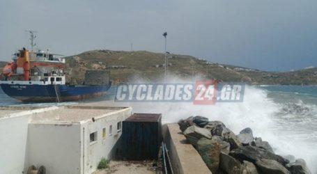 Έσπασαν οι κάβοι φορτηγού – πλοίου στη Σέριφο