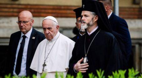 O πάπας Φραγκίσκος καλεί τους Βούλγαρους να ανοίξουν τις καρδιές και τα σπίτια τους στους μετανάστες