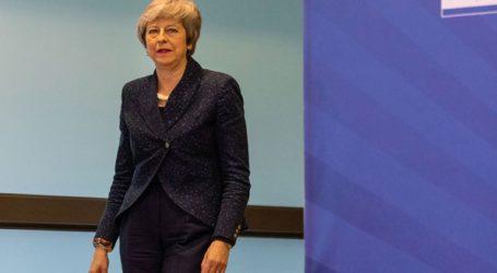 Η Τερέζα Μέι εξετάζει την διενέργεια ενός δεύτερου δημοψηφίσματος για το Brexit